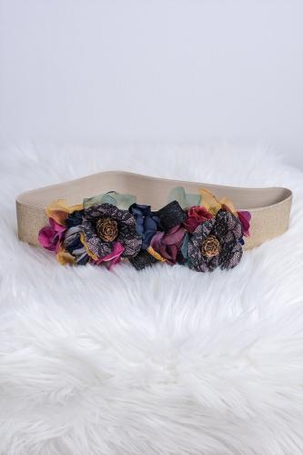 Cinturón de flores con piñas