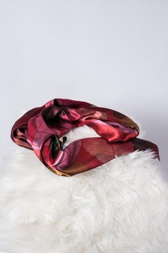 Pañuelo de Seda, Hojas Rojas